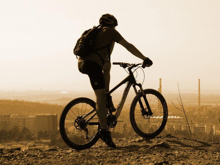 cyclist-1700871_1280